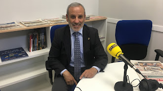 El alcalde  de Vera, Félix López, durante la entrevista en los estudios de SERLevante.