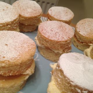 Mini Victoria Sandwich Cakes with Cream & Dulce du Leche