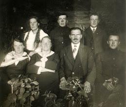 Photo: Sėdi iš kairės: Aniceta Kulikauskaitė,  Rupeikienė,  Rupeika Izidorius, Justinas Šakinis. Stovi iš kairės: merga, Antanas Šakinis, Skarulskis Pranas. Juozo Šakino asmeninio archyvo nuotrauka