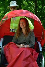 Photo: Årets grundlovstaler, Jeanette Varberg, ankommer i cykelrickshaw