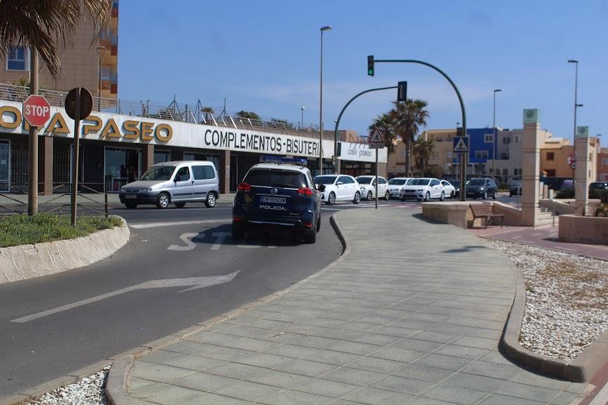 La Policía Nacional en la zona del Paseo Marítimo, en el Zapillo.