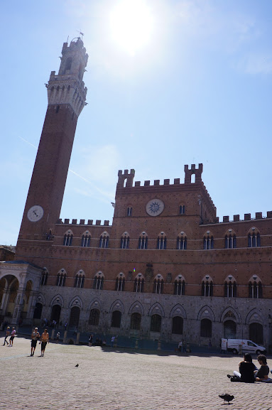 Palazzo Pubblico's bell tower at Piazza del Campo, Siena, Italy (2015)