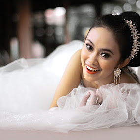 SMILE by Ismail Ahmad - Wedding Bride