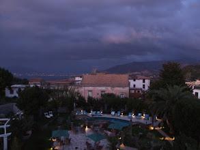 Photo: ... und wache erst wieder auf, als Neapel bereits ein Lichtermeer ist.