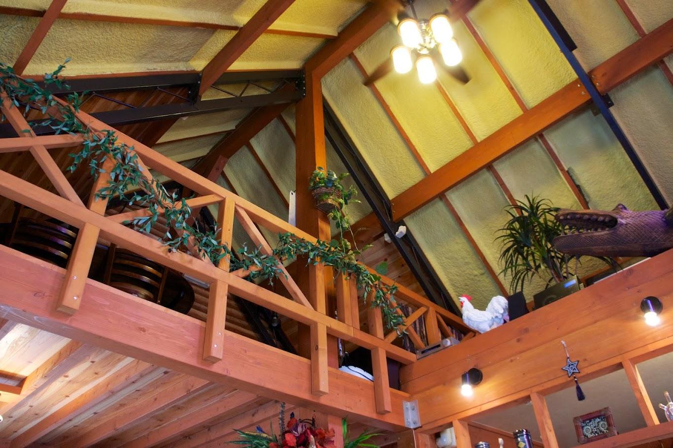 高い天井と2階
