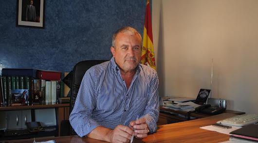 El alcalde de Fines sale de la UCI de La Inmaculada