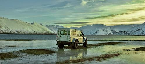 Photo: Uno dei nostri Land Rover Defender 110 AT37 in inverno in Islanda. www.90est.it