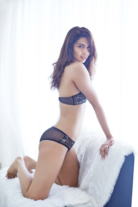 Heena Panchal sexy back photos, Heena Panchal spicy pics