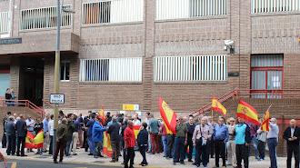Decenas de agentes se han concentrado a las puertas de la Comisaría de Almería.