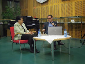 Photo: Pogovor z voditeljico Polnočnega kluba Vido Petrovčič, tudi avtorico odličnih kuharskih knjig, ki ga je vodil Štefan Krapše. Goriška knjižnica Franceta Bevka.