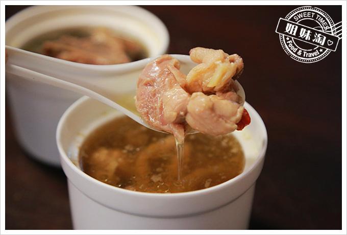 台南保安雞爪雞湯