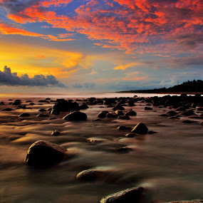 Evening glow by Arek Embongan - Landscapes Beaches