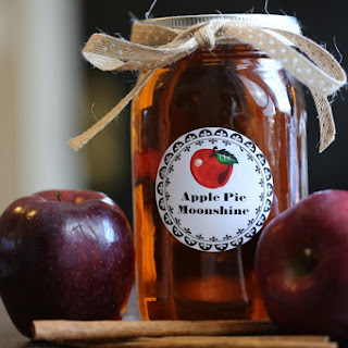 Crock Pot Apple Pie Moonshine.