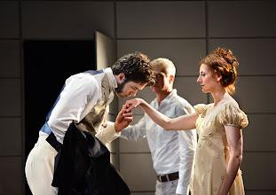 Photo: Wiener Kammeroper: EUGEN ONEGIN. Inszenierung; Ted Huffman. Premiere 2. Oktober 2014. Tobias Greenhalgh, Thomas Engel, Viktorija Bakan. Foto: Barbara Zeininger