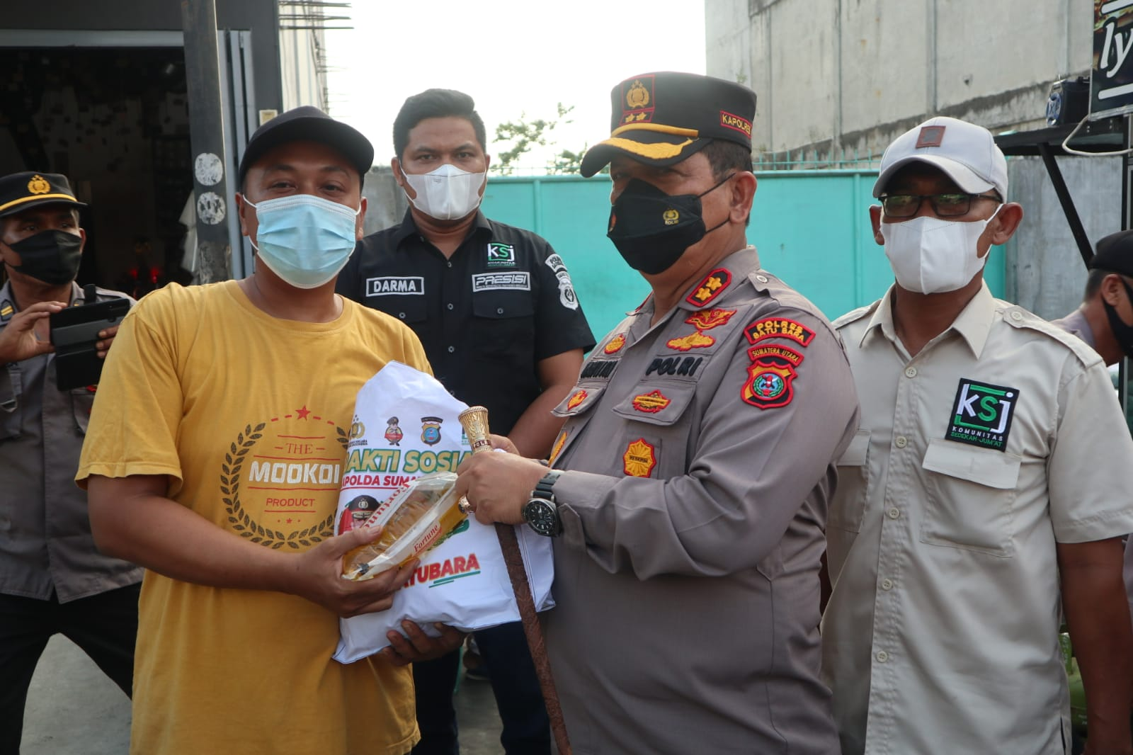 Jelang Idul Adha Polres Batu Bara Beri Bantuan Kepada Pedagang Gerobak Terdampak Covid 19