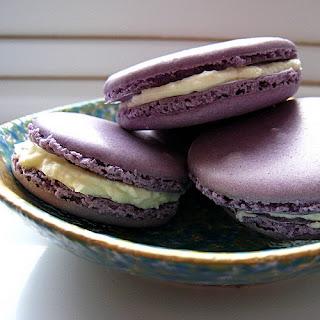 Crème de Violet Macarons