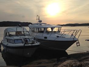 """Photo: Das Boot unserer Nachbarn (rechts) und unser """"kleiner"""" Kahn :)"""