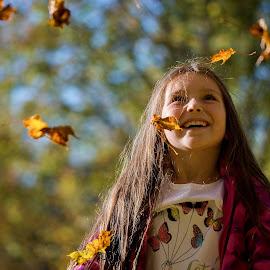 Autumn joy by Jiri Cetkovsky - Babies & Children Children Candids ( girl, autumn, joy, leavws, portrait )