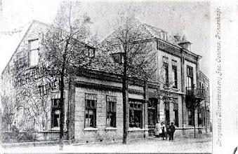 Photo: 1900 Het huis van dokter Bode aan de Haagweg 304 was rond 1900 de woning en winkel van Bruynseels Bloemkwekerij Jac Oonincx.