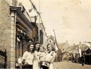 Photo: 1944 Dreef viert bevrijding van 29 okt
