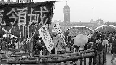 Photo: 竹筏與芒草 << #二次堆積 20130420 http://asioliu.blogspot.com/2013/04/amis-bamboo-raft_20.html?spref=tw