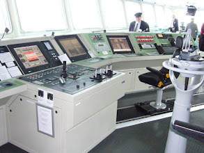 Photo: Bridge - electronic displays
