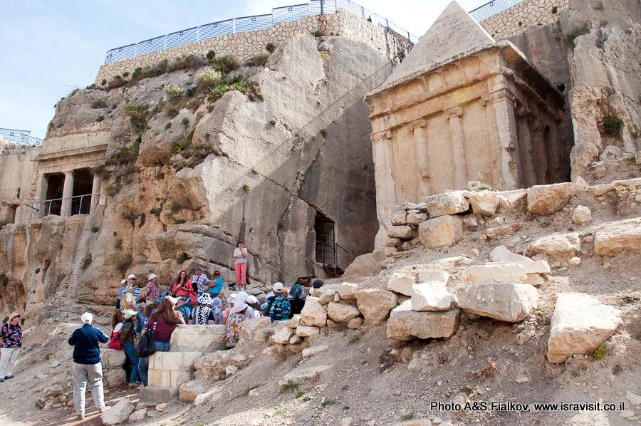 Гробницы Захарии в Кедронской долине в Иерусалиме. Вид слева. www.isravisit.co.il