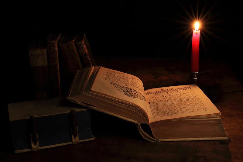 Antichi libri a lume di candela di rip
