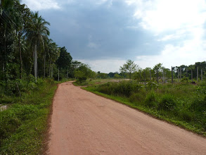 Photo: Ko Jum - main (unpaved dust) road in the inferior of the island, I'm heading to Andaman beach look for cheap accommodation (Bo Daeng, Joy bungalows or New bungalows)
