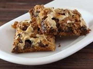 Easy S'more Cookie Bars Recipe