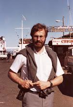 Photo: Lasse Montereyn satamassa, Steinbeckin maisemissa