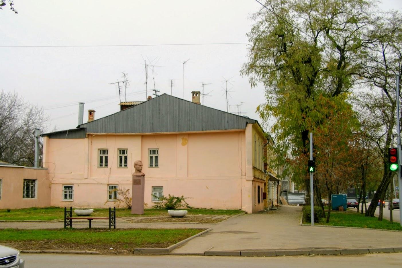 https://sites.google.com/site/istoriceskijtaganrog/cehova-ulica/dom-105