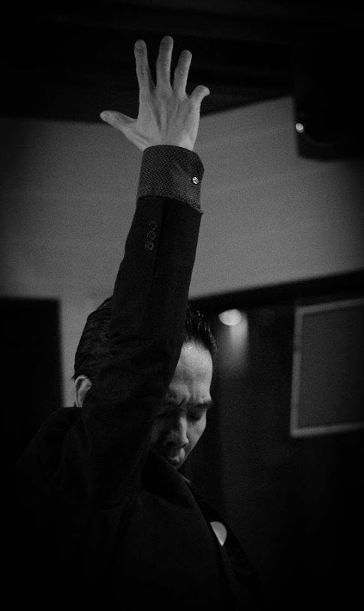 Los Vecinos (フラメンコ集団) 県央のフラメンコを こよなく愛する仲間達です! 情熱と愛を込めて 歌い踊り奏でます・・ [世界の音楽 III] (We are the world. The world is our. III)