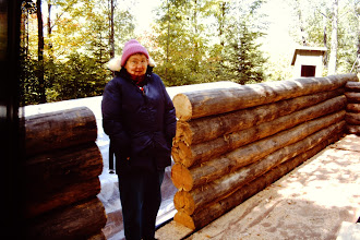 Photo: Lorraine in doorway (6 logs high).