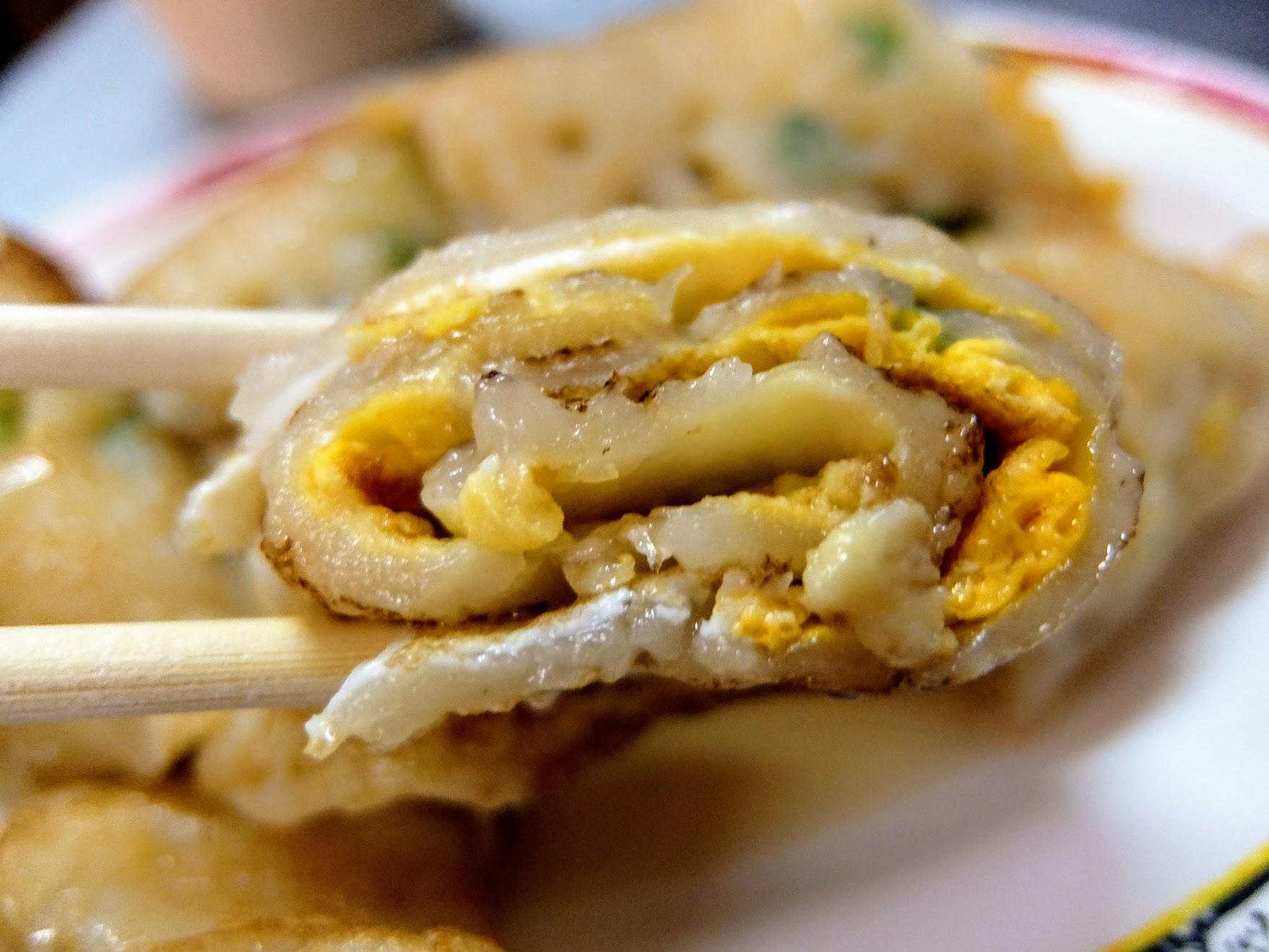 蛋餅蓬鬆,吃起來倒是不油膩的