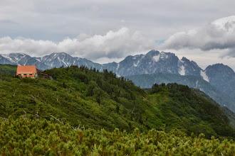 Photo: 遠く、剣岳が見えています。このあと、すっかり雲に隠れました。