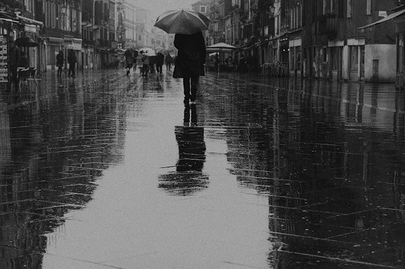 walking in the rain di samsara