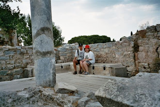 Photo: starověké záchody