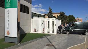 Acceso al Instituto de Medicina Legal de Almería