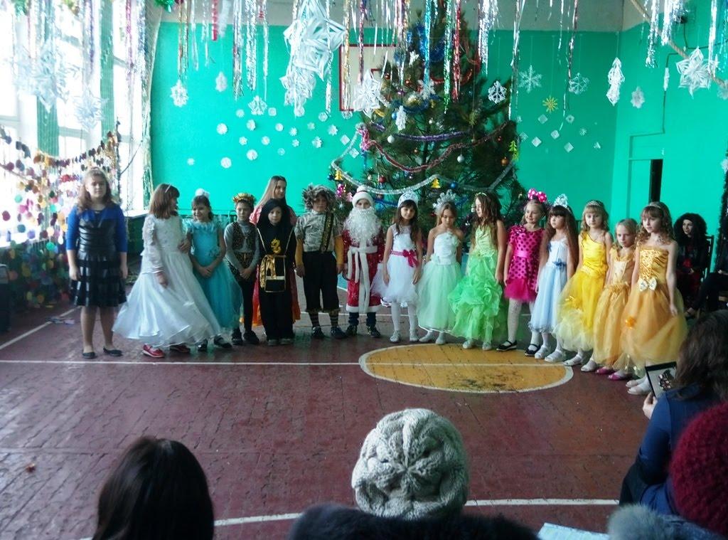 28 грудня для учнів 1-4 класів відбулося новорічне свято.