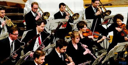 Photo: Das 1983 von Hartwig Eschenburg gegründete Kantatenorchester ist ein Instrumentalensemble junger Musikerinnen und Musiker, dessen Mitglieder vorwiegend in renommierten deutschen Orchestern tätig sind. Es ist dem Wirken der St.-Johannis-Kantorei eng verbunden und musiziert mit ihren Chören in Rostock und bei auswärtigen Konzerten.