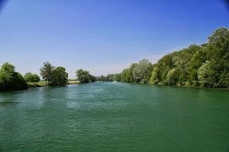Photo: Auf dem schönen Zihlkanal. Beidseitig des Kanals befinden sich schöne Geh-und Radwege