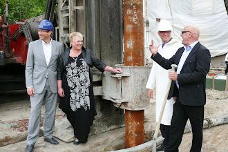 Photo: v.l.n.r. Wethouder Berend Daan, Tineke Spijkerman, wethouder Hans Krieger en Frans Spijkerman