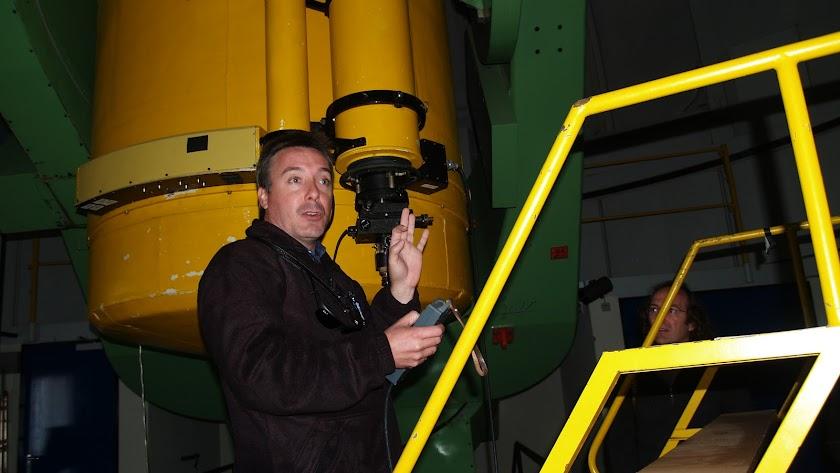 El científico en las instalaciones del observatorio.