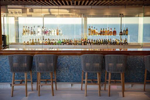 seven-seas-splendor-pool-deck-bar.jpg - The pool deck bar on Seven Seas Splendor.