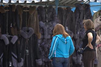 Photo: Oli markkinat ja kansaa...talvi tulee, turkki täytyy saada