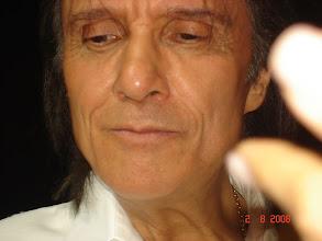Photo: Momento em que o Roberto entregou a rosa nas mãos da Daniele.