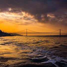 Entardecer em Lisboa by Adriano Freire - Buildings & Architecture Bridges & Suspended Structures ( tejo, lisboa, sunset, rio, entardecer )