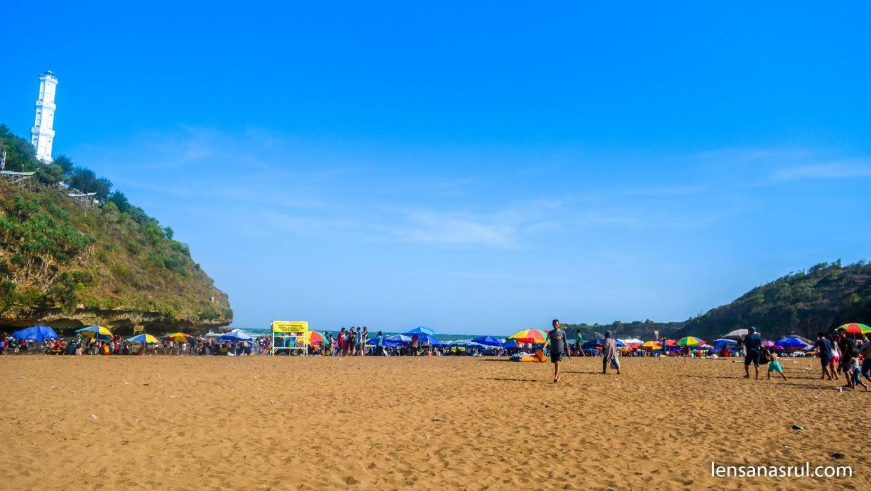 Warna pasir di Pantai Baron berwarna Coklat