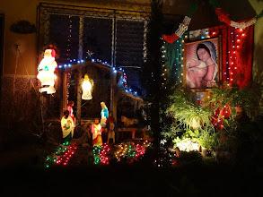 Photo: No tak jako nasvítit podivně betlém ještě ok. Ale co tam dělá ten santa?